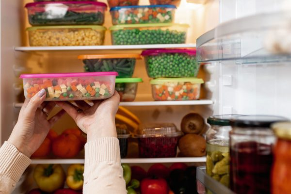 Preserve food by maintaining freshness of ingredients.